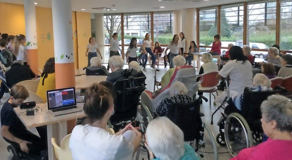 Spectacle dans la résidence pour les personnes âgées Bois d'Artas. Décembre 2018.