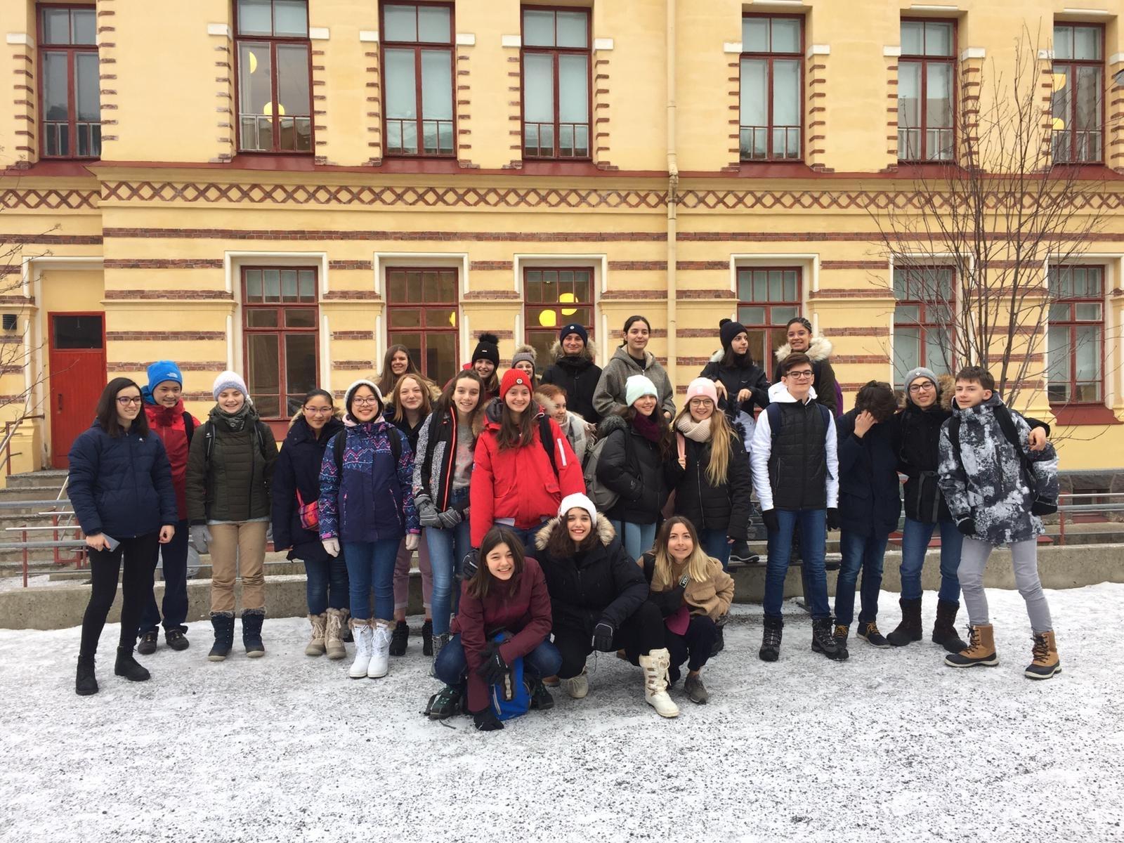 3 Devant l'école des Finlandais 2