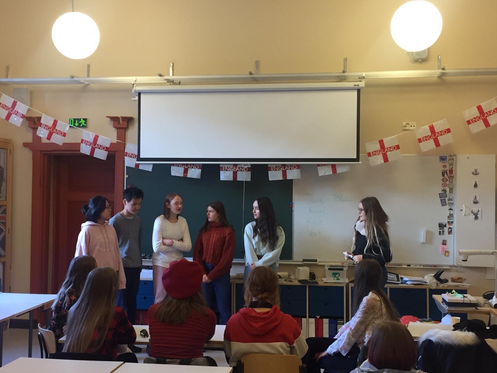Nos élèves donnent un cours de français aux finlandais