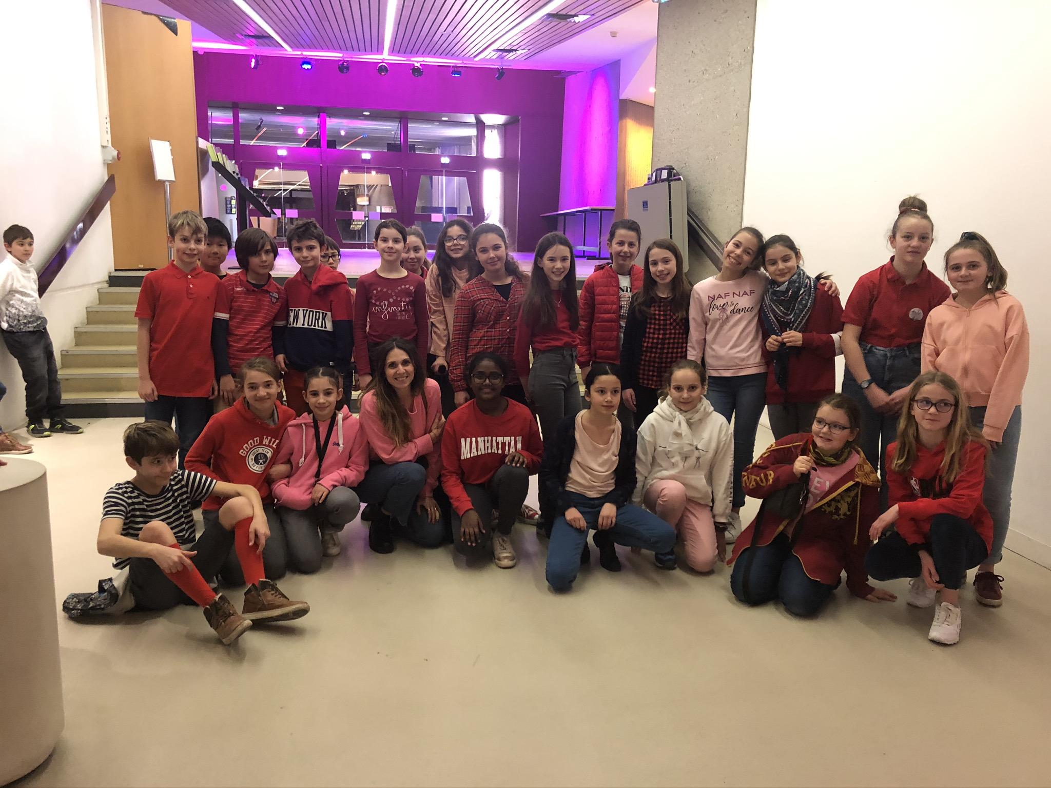 Auditorium, les 6A en rouge ou rose pour cette même journée de St Valentin