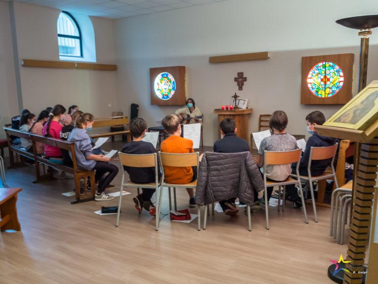 Temps fort autour du sacrement de réconciliation (confession) organisé au collège pour tous les élèves de 5e inscrits en catéchèse